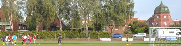 Sportplatz in Bordenau und alte Mühle